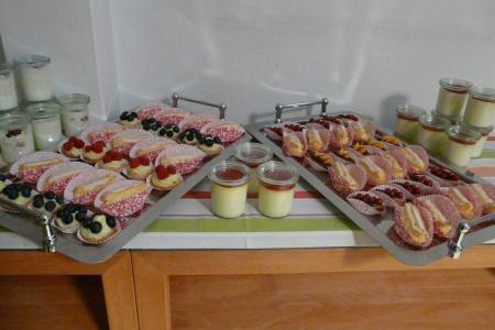 Tortenbaer Hochzeitstorte bestellen Buffet1.jpg