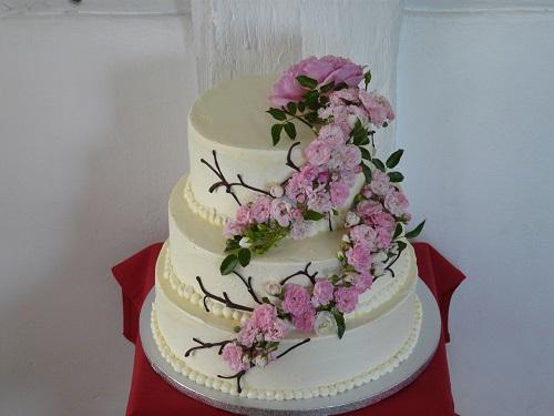 3 Stockige Hochzeitstorte Mit Rosenbouquet Tortenbar
